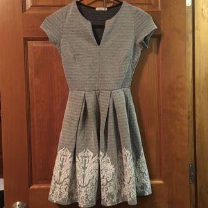 Soprano grey and white dress
